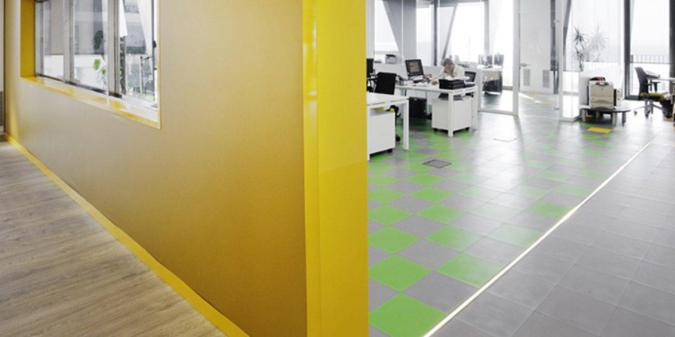 5 Razones para Renovar tu Oficina con Suelo de PVC