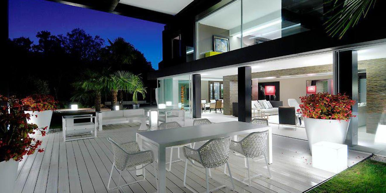 Un suelo para terraza y piscina perfecto